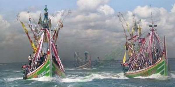 Tradisi Larung Sesaji :: Petik Laut Muncar